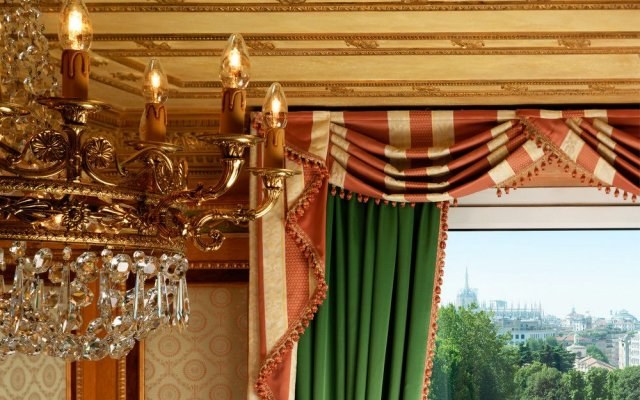Отель The Westin Palace вид на фасад