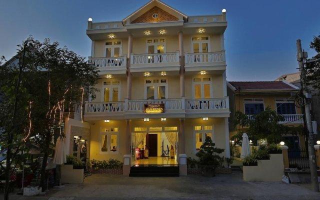 Отель Han Huyen Homestay Хойан вид на фасад