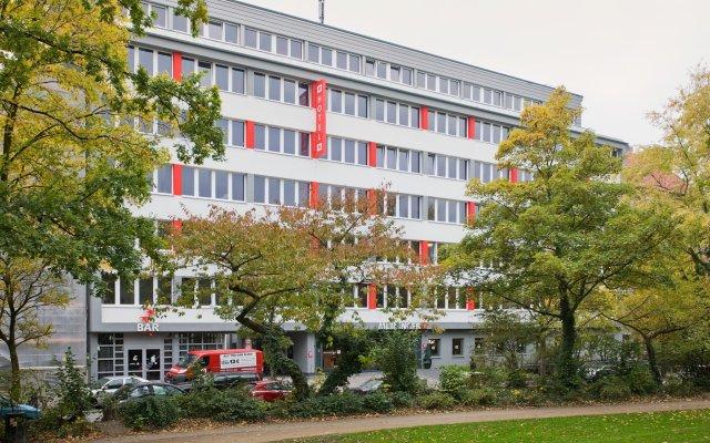 Отель MEININGER Hotel Hamburg City Center Германия, Гамбург - отзывы, цены и фото номеров - забронировать отель MEININGER Hotel Hamburg City Center онлайн вид на фасад