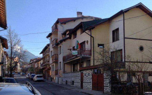 Отель Family Hotel Santo Bansko Болгария, Банско - отзывы, цены и фото номеров - забронировать отель Family Hotel Santo Bansko онлайн вид на фасад