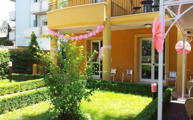 Отель Alibì Италия, Римини - 9 отзывов об отеле, цены и фото номеров - забронировать отель Alibì онлайн вид на фасад