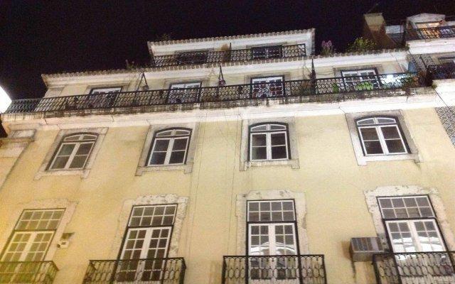 Отель Pensão Aljubarrota Португалия, Лиссабон - 1 отзыв об отеле, цены и фото номеров - забронировать отель Pensão Aljubarrota онлайн вид на фасад