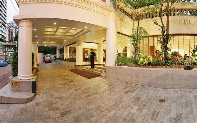 Отель Solitaire Bangkok Sukhumvit 11 вид на фасад