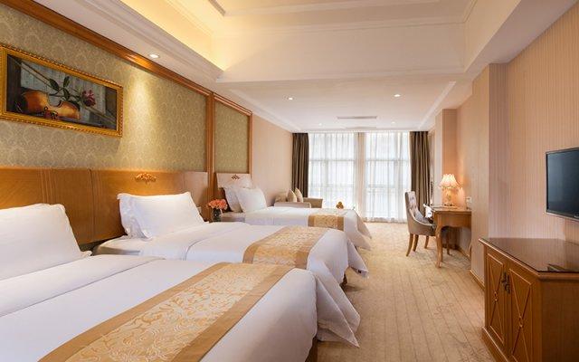 Vienna Hotel Shenzhen Shiyan Bus Station комната для гостей