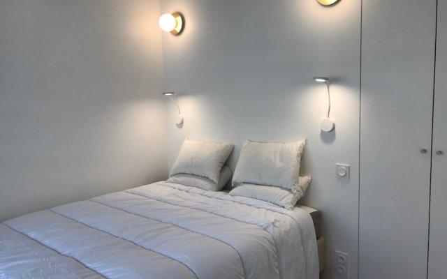 Отель Family Duplex Quartier Latin комната для гостей