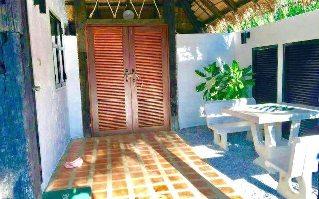 Отель Lawana Escape Beach Resort Таиланд, Пак-Нам-Пран - отзывы, цены и фото номеров - забронировать отель Lawana Escape Beach Resort онлайн вид на фасад