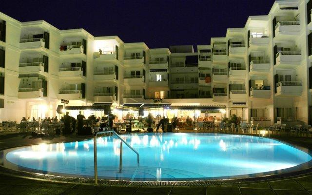 Отель Estudios Vistamar Испания, Эс-Мигхорн-Гран - отзывы, цены и фото номеров - забронировать отель Estudios Vistamar онлайн вид на фасад