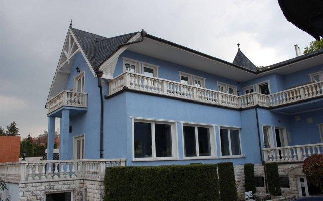 Отель Blue Villa Appartement House Венгрия, Хевиз - отзывы, цены и фото номеров - забронировать отель Blue Villa Appartement House онлайн вид на фасад