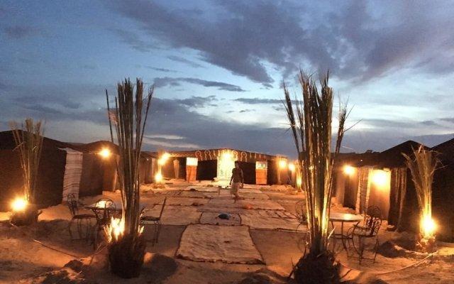 Отель Bivouac Le Ciel Bleu Марокко, Мерзуга - отзывы, цены и фото номеров - забронировать отель Bivouac Le Ciel Bleu онлайн вид на фасад