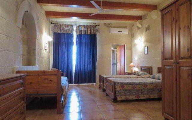Отель Razzett Tan Salvu комната для гостей
