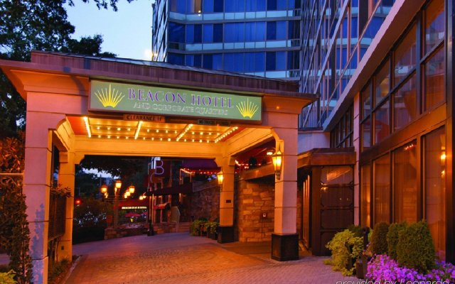 Beacon Hotel & Corporate Quarters вид на фасад