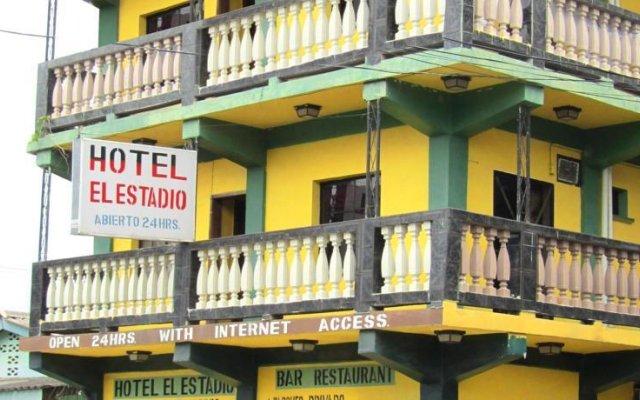 Hotel el Estadio Луизиана Ceiba вид на фасад
