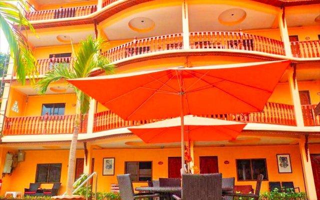 Отель Phratamnak Inn вид на фасад
