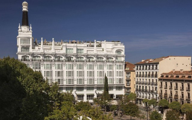Отель ME Madrid Reina Victoria вид на фасад