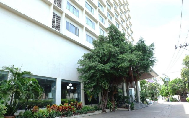 The Dynasty Hotel вид на фасад