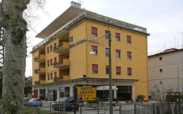 Hotel Ariston вид на фасад