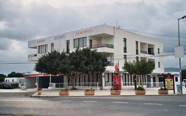 Отель Apartamentos Turísticos Es Daus вид на фасад