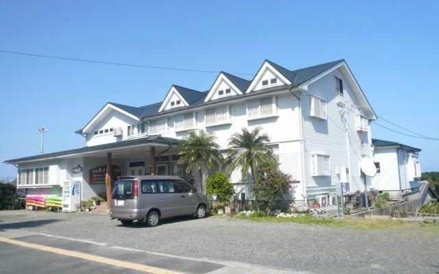 Minshuku Yakushima - Hostel Якусима вид на фасад