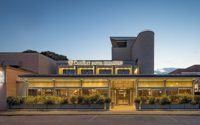 Comfort Hotel Fiumicino City вид на фасад