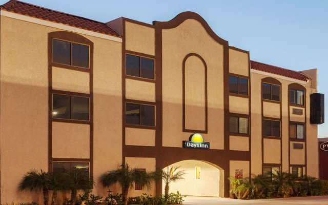 Отель Days Inn by Wyndham Alhambra CA вид на фасад