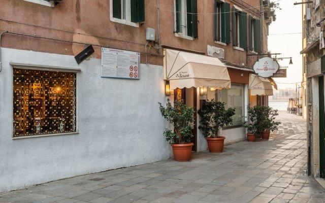 Отель Al Nuovo Teson Венеция вид на фасад