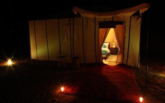 Отель Merzouga Luxury Camp Марокко, Мерзуга - отзывы, цены и фото номеров - забронировать отель Merzouga Luxury Camp онлайн вид на фасад
