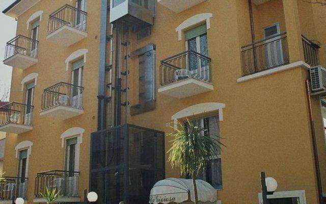Отель La Gioiosa Римини вид на фасад