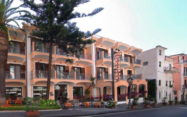 Hotel Santa Lucia Минори вид на фасад