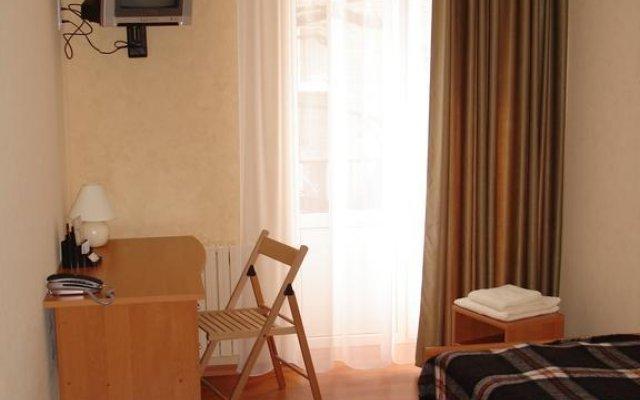 Гостиница Эконом Отель Украина, Донецк - отзывы, цены и фото номеров - забронировать гостиницу Эконом Отель онлайн комната для гостей