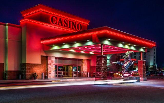 Отель Deerfoot Inn & Casino Канада, Калгари - отзывы, цены и фото номеров - забронировать отель Deerfoot Inn & Casino онлайн вид на фасад