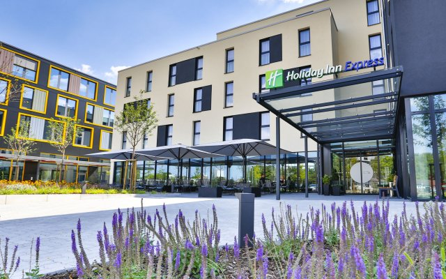 Отель Holiday Inn Express Karlsruhe - City Park вид на фасад