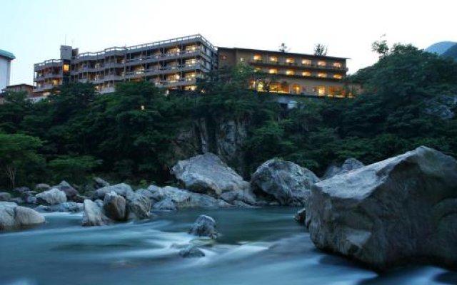 Hotel Shirakawa Yunokura Никко вид на фасад
