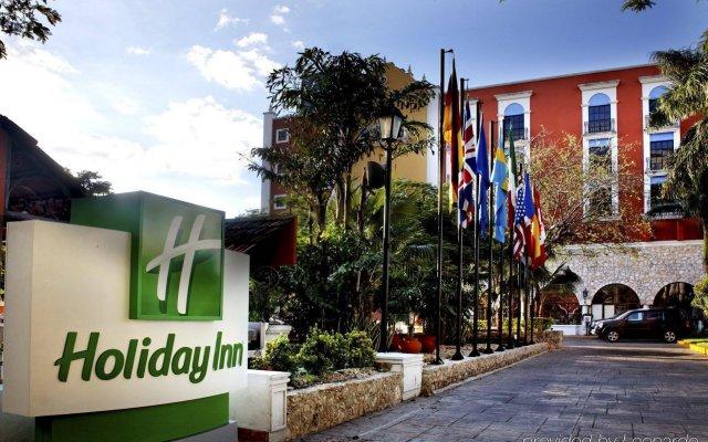 Отель Holiday Inn Merida Mexico вид на фасад