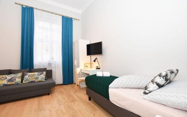 Отель City Central Hostel Rynek Польша, Вроцлав - 1 отзыв об отеле, цены и фото номеров - забронировать отель City Central Hostel Rynek онлайн вид на фасад