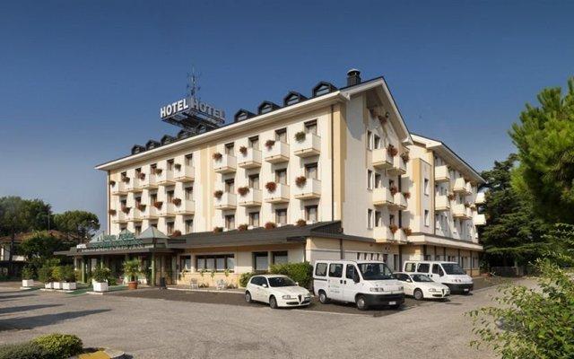 Отель Al Pino Verde Италия, Кампозампьеро - отзывы, цены и фото номеров - забронировать отель Al Pino Verde онлайн вид на фасад