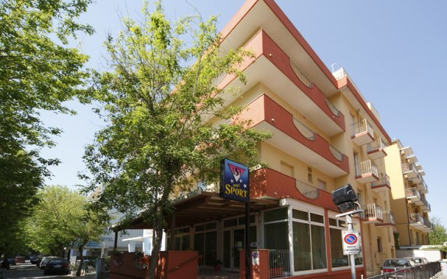 Hotel Sport Римини вид на фасад