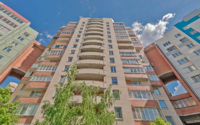 Гостиница FlatHome24 near metro Komendanskiy prospect вид на фасад