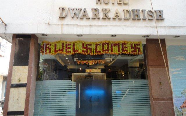 Hotel Dwarkadhish Intercontinental вид на фасад
