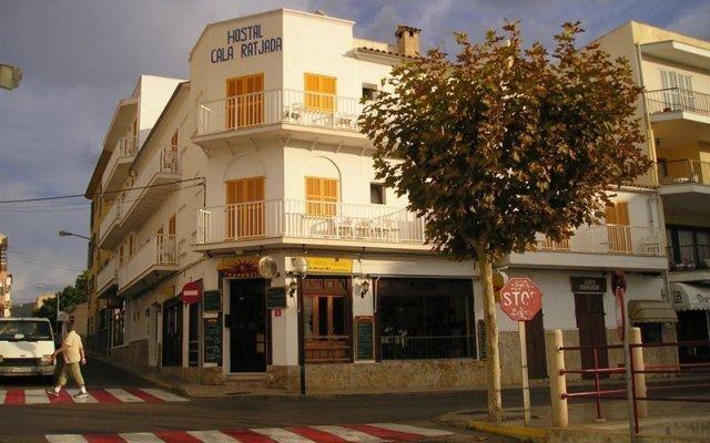 Отель Hostal Cala Ratjada вид на фасад