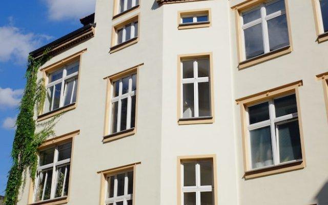 Отель LaLeLu Hostel Германия, Дрезден - 1 отзыв об отеле, цены и фото номеров - забронировать отель LaLeLu Hostel онлайн вид на фасад