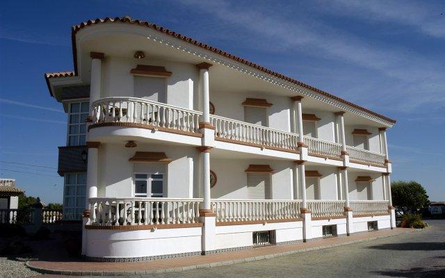 Отель Diufain Испания, Кониль-де-ла-Фронтера - отзывы, цены и фото номеров - забронировать отель Diufain онлайн вид на фасад