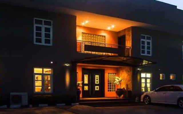Отель Savoy Suites вид на фасад
