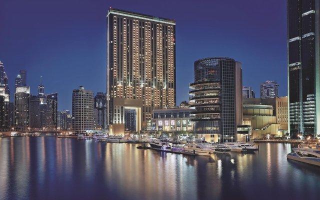 Отель Address Dubai Marina вид на фасад