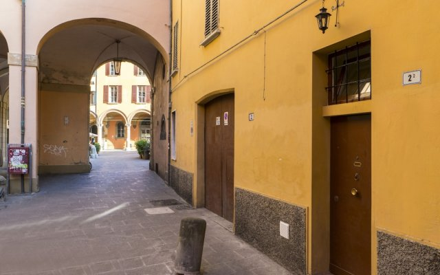 Отель House under the Towers Италия, Болонья - отзывы, цены и фото номеров - забронировать отель House under the Towers онлайн вид на фасад