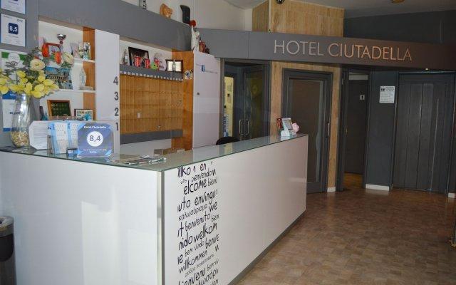 Отель Ciutadella Испания, Курорт Росес - 1 отзыв об отеле, цены и фото номеров - забронировать отель Ciutadella онлайн вид на фасад