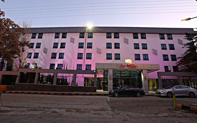 Ramada Hotel & Suites Amman вид на фасад