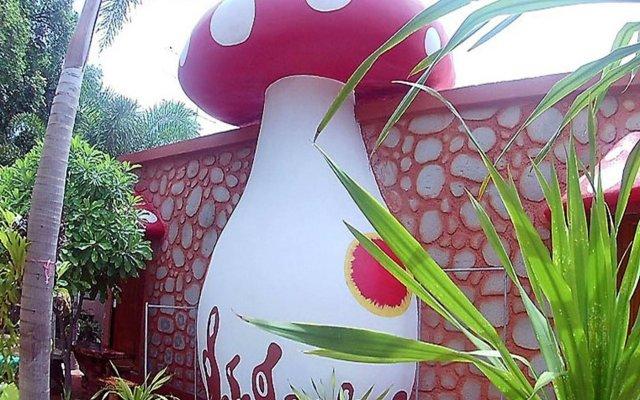 Отель Mushroom House Kohlarn вид на фасад