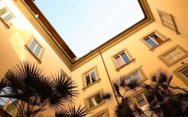 Отель All-Suites Palazzo Magnani Feroni Италия, Флоренция - 1 отзыв об отеле, цены и фото номеров - забронировать отель All-Suites Palazzo Magnani Feroni онлайн вид на фасад