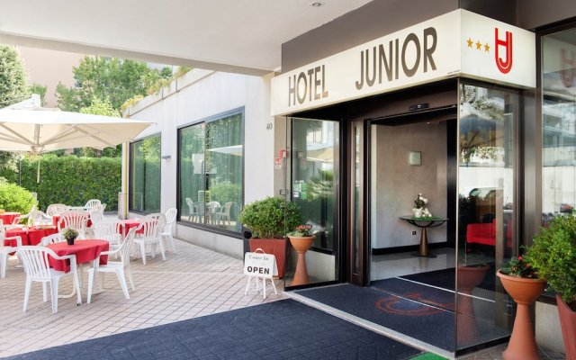 Hotel Junior вид на фасад