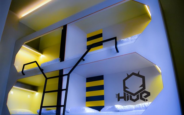 The Hive Party Hostel вид на фасад